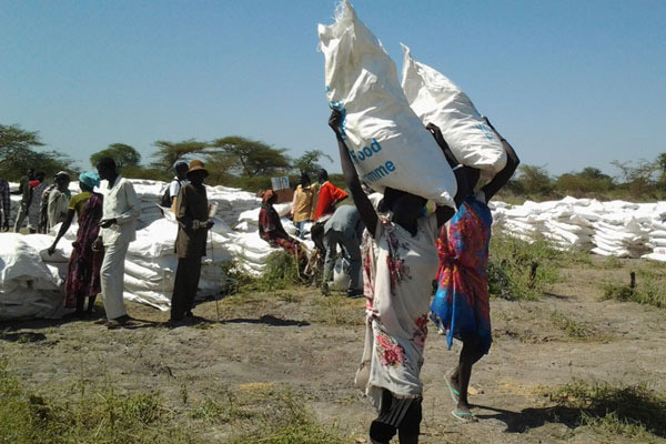 People in conflict-affected areas collect food from WFP. Photo credit - AfricaNews